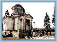 Monumentalny grobowiec cmentarny