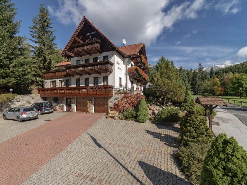 Hotel Kristyna i Hotel Martin